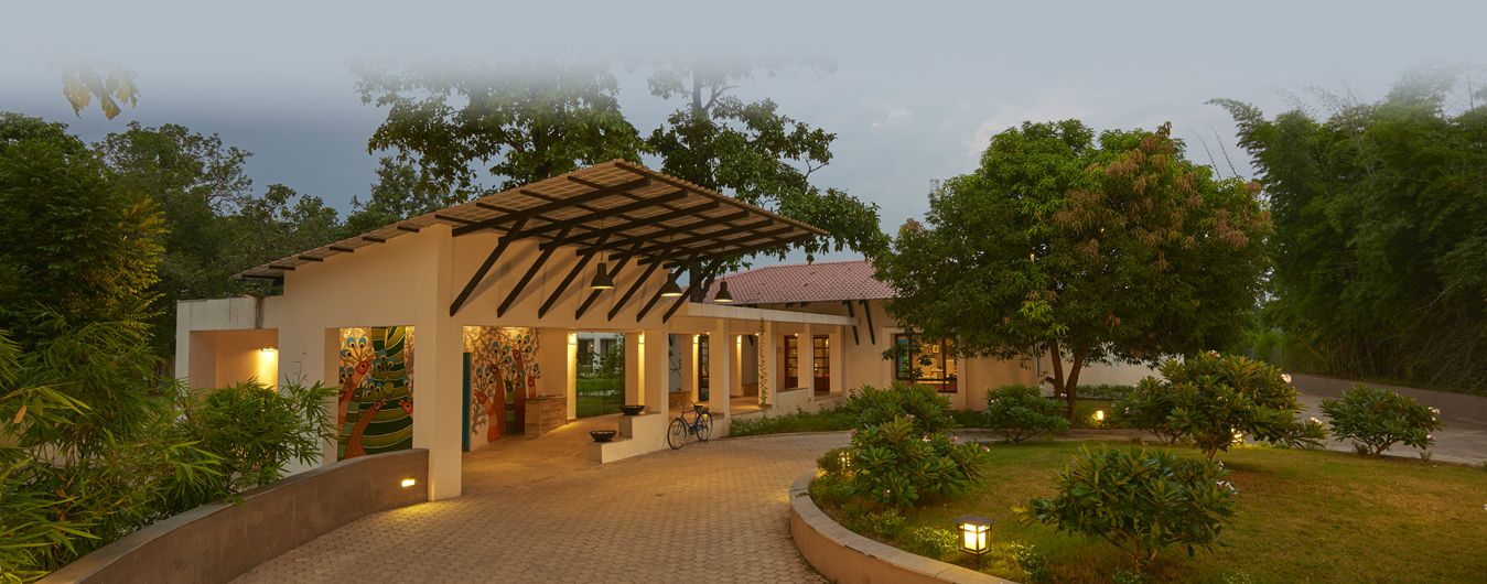 Club Mahindra Kanha Resort In Madhya Pradesh Is Sitauted Just A Few Minutes Away From Kanha National Park Which Is The Home Of Resort National Parks Jabalpur