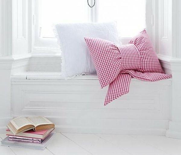 dekokissen viele m glichkeiten n hen kissenideen. Black Bedroom Furniture Sets. Home Design Ideas