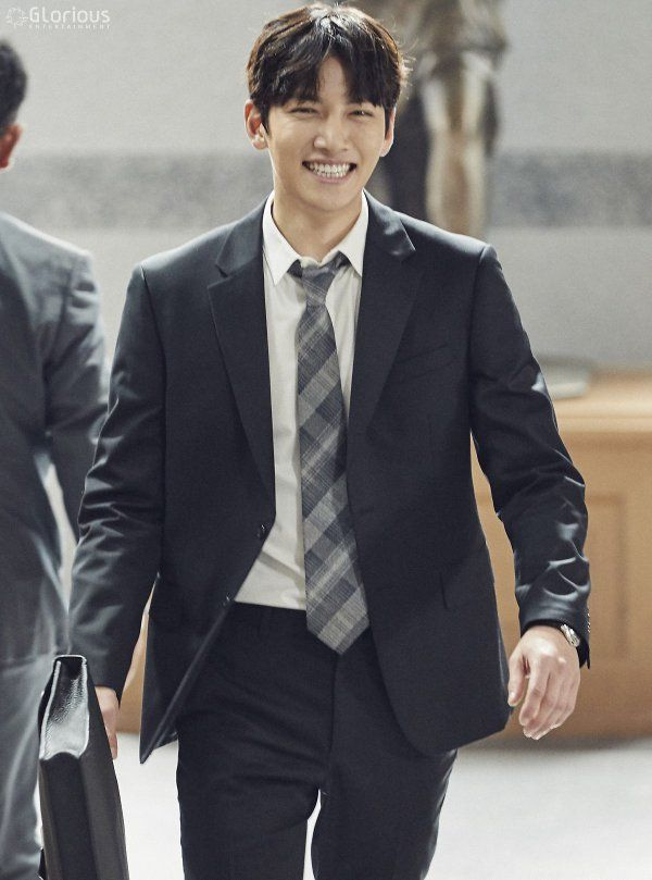 """[Drama] Ji Chang Wook shows his studious side in new behind-scenes from """"Suspicious Partner""""   Ji Chang Wook's Kitchen"""