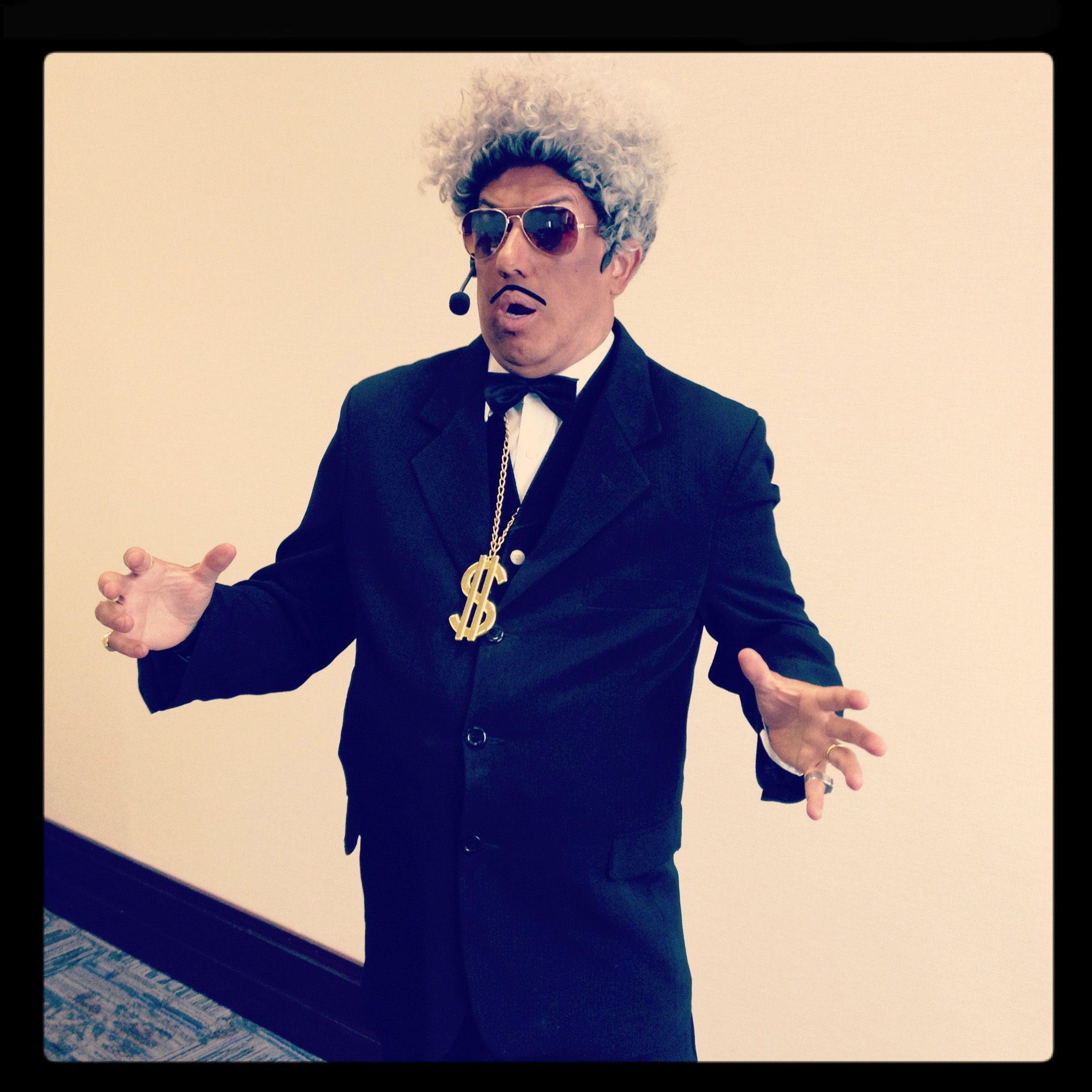 DIng Don king como Mestre de cerimônias em evento empresarial em São Paulo