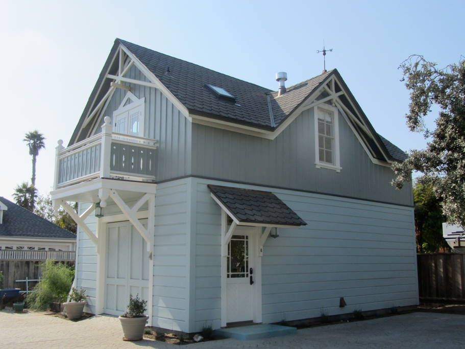 Carriage House on West Cliff Drive 18 0090 Guesthouses for Rent in Santa Cruz California United States