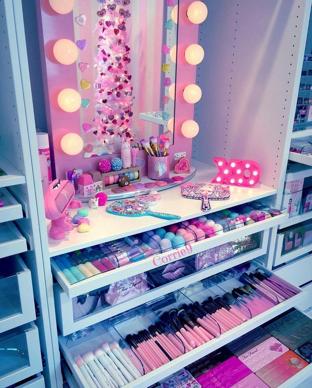 Dream makeup set Dream makeup set in 2019 Unicorn room