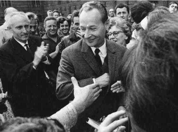 """Alexander Dubček tra la folla """"Il '68 in Cecoslovacchia: l'inverno sovietico e la Primavera di Praga"""""""