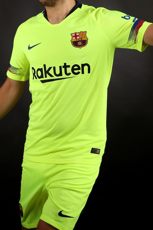 Segunda equipación del FC Barcelona para la temporada 2018-2019. Foto   Marcela Sansalvador para futbolmania.com  futbolmania  marcelasansalvador  ... 8144ce0d087