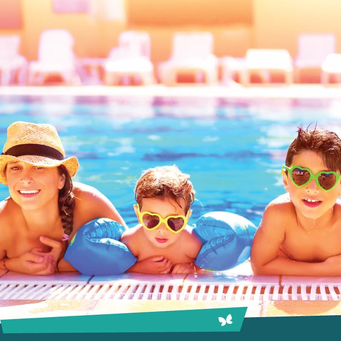 Que tal morar a alguns passos de uma piscina?  B| ☀ O Jardim Entre Rios conta com uma estrutura de lazer privilegiada, entre elas, uma super piscina para você e sua família se refrescarem :D