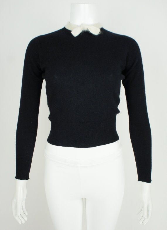 This is an amazing, beautiful and sophisticated 1950s vintage cashmere sweater…