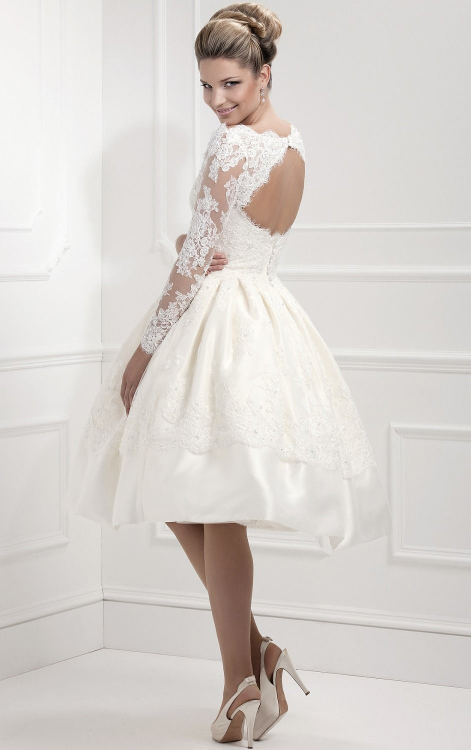 Short lace wedding dress with sleeves   Summer Lace Short Wedding Dresses Backless Long Sleeve Elegant