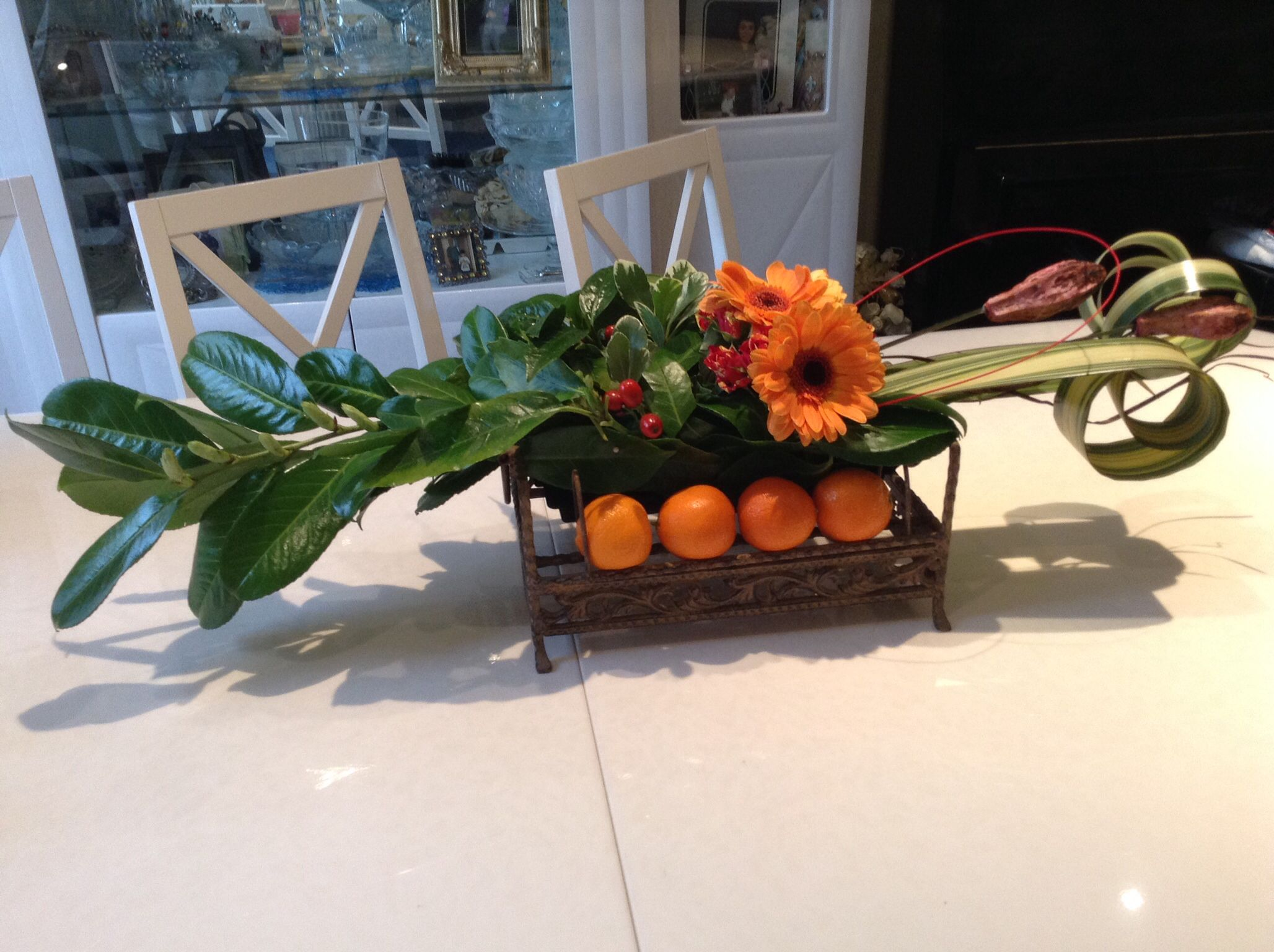 Contemporary horizontal flower arrangement. | Centerpieces ...