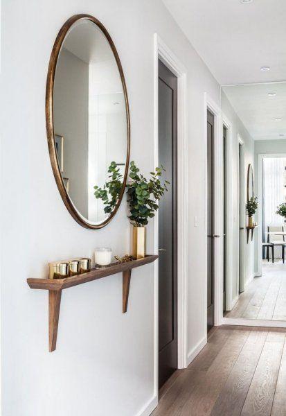 توزيع المرايا في ديكور ممرات المنزل الضيقة Narrow Hallway Decorating Hallway Decorating Foyer Decorating