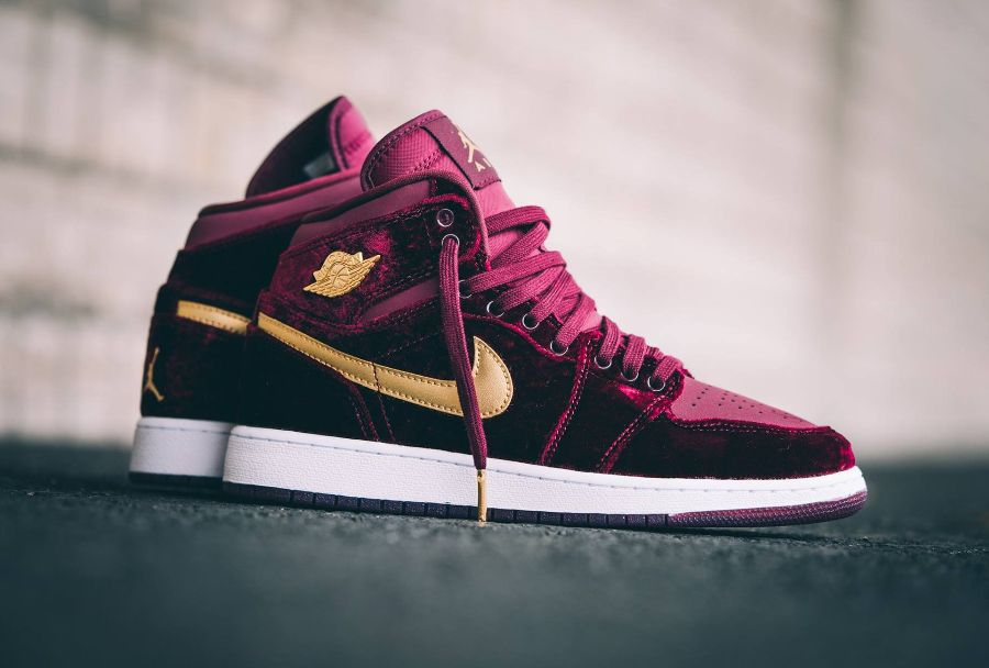 reputable site 1a21e 650c5 avis-basket-air-jordan-1-retro-high-prm-gs-velvet-night-maroon-gold-femme-1