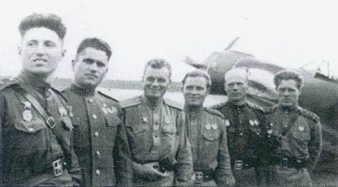 Bychkov, second from left, who was captured, voluntarily joined the Vlasov army. Accordingly, after the war he had been shot.