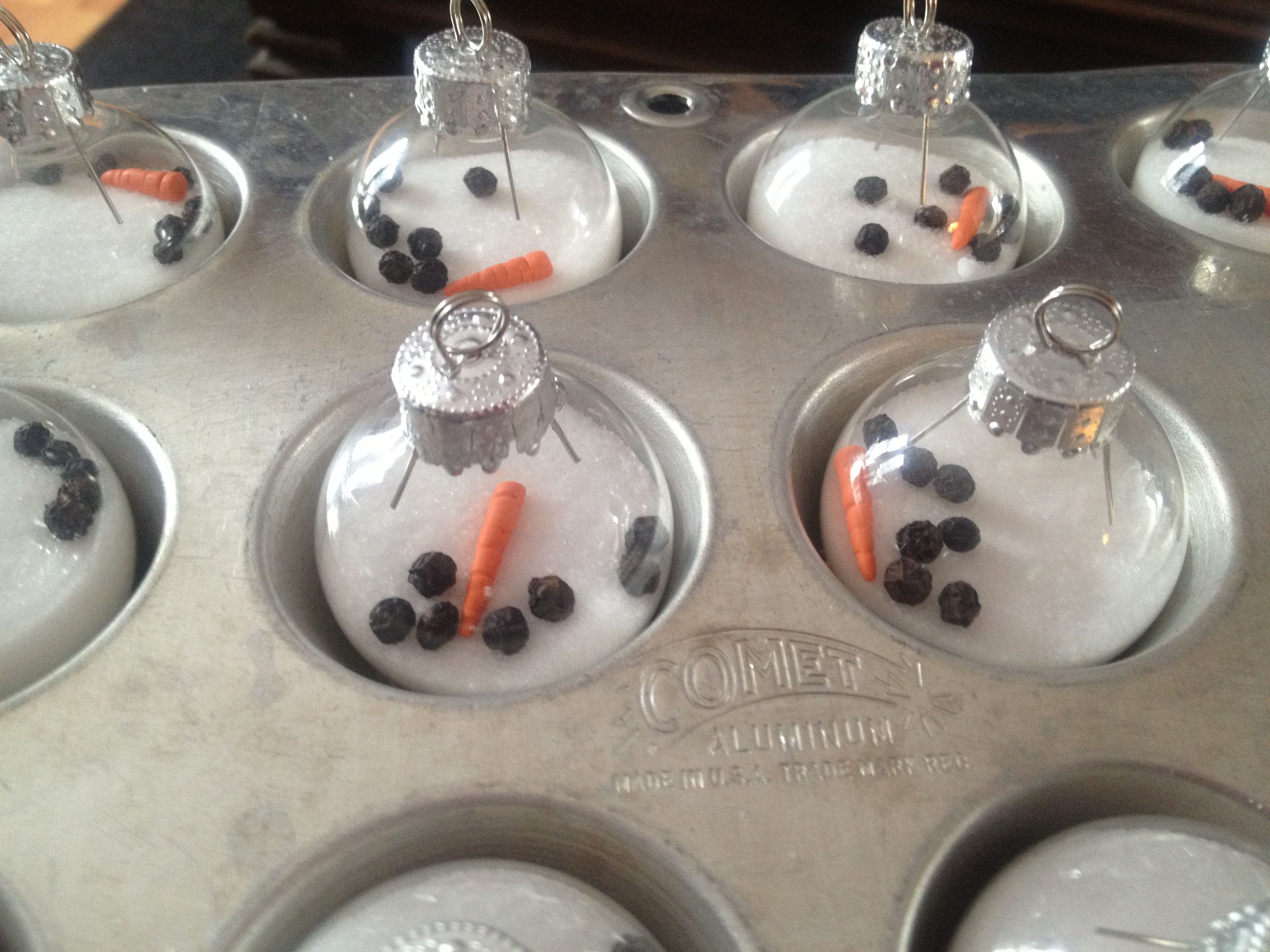 Melted Snowmen Ornaments in Muffin Tin Christmas crafts