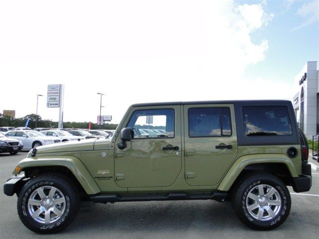 2013 Jeep Wrangler Unlimited Sahara Green 4x4 3 Piece Removable