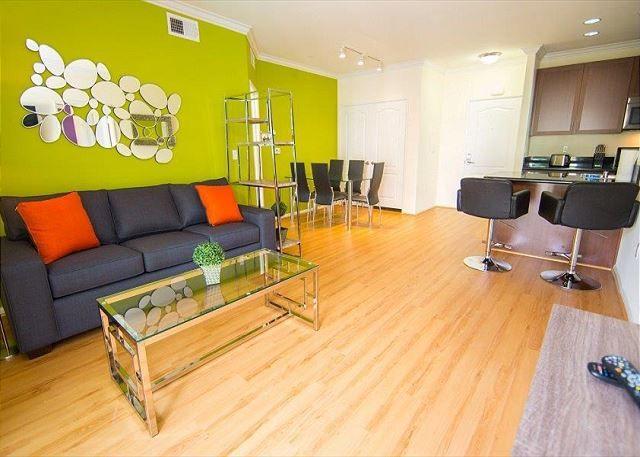 Two Bedroom Los Angeles Vacation Apartment LALUX-2Y # ...
