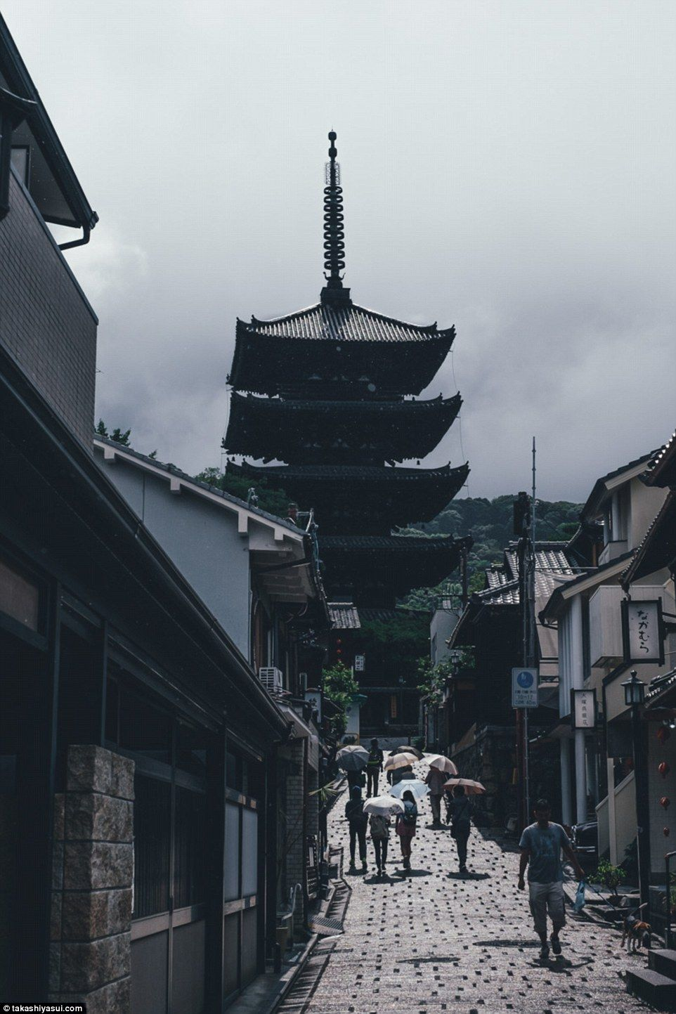 Yasaka Pagoda, the last remnant of Hokanji Temple, is one of the most visible and recognizable landmarks in the Higashiyama District