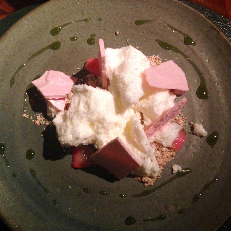 Fera ~ meringue with stewed strawberries