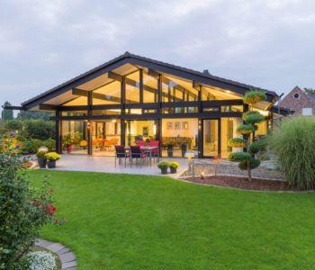 Skandinavischer bungalow  Skandinavischer Bungalow - Schwörer Haus ➤ Fertighaus mit Zeltdach ...