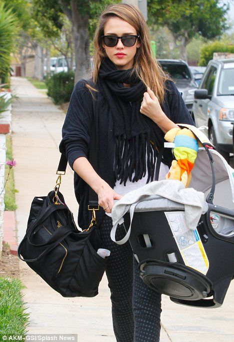 9216081ffa2b60 Balancing act! Jessica Alba juggles baby Haven and a Prada bag as ...