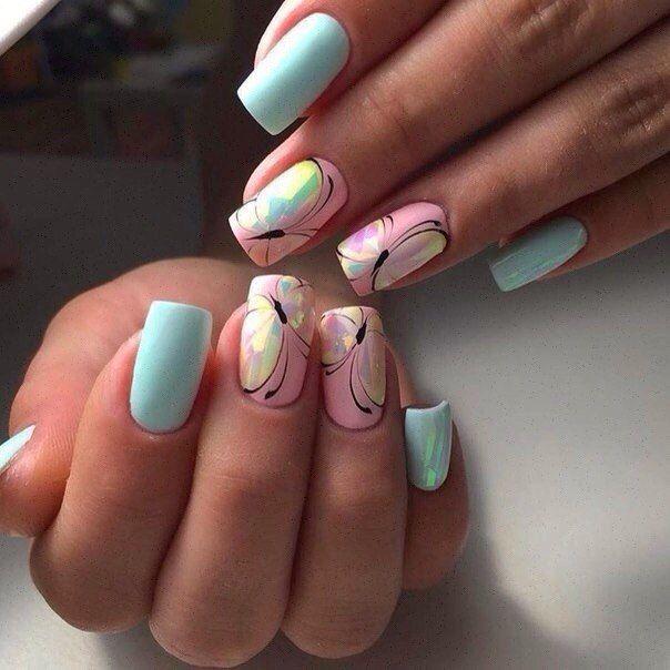 Яркие бабочки на ногтях фото