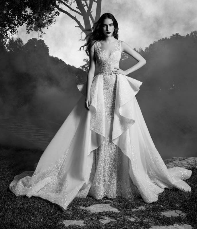 These Zuhair Murad wedding dresses of fall 2016 are full ofpassionate romantic details and femininity, featuring a unique bridal style. Gorgeous!