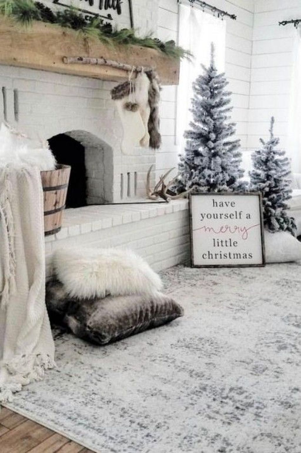 30 Fancy Winter Home Decor That Trending This Year Snowy Christmas Tree Farmhouse Style Christmas Christmas Decorations Living Room