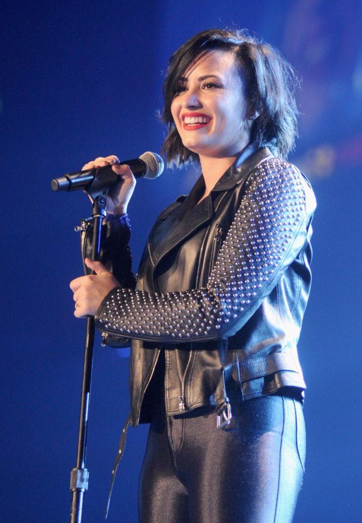 Demi Lovato 1035 Kiss Fm Jingle Ball Demi Lovato Leggings Are