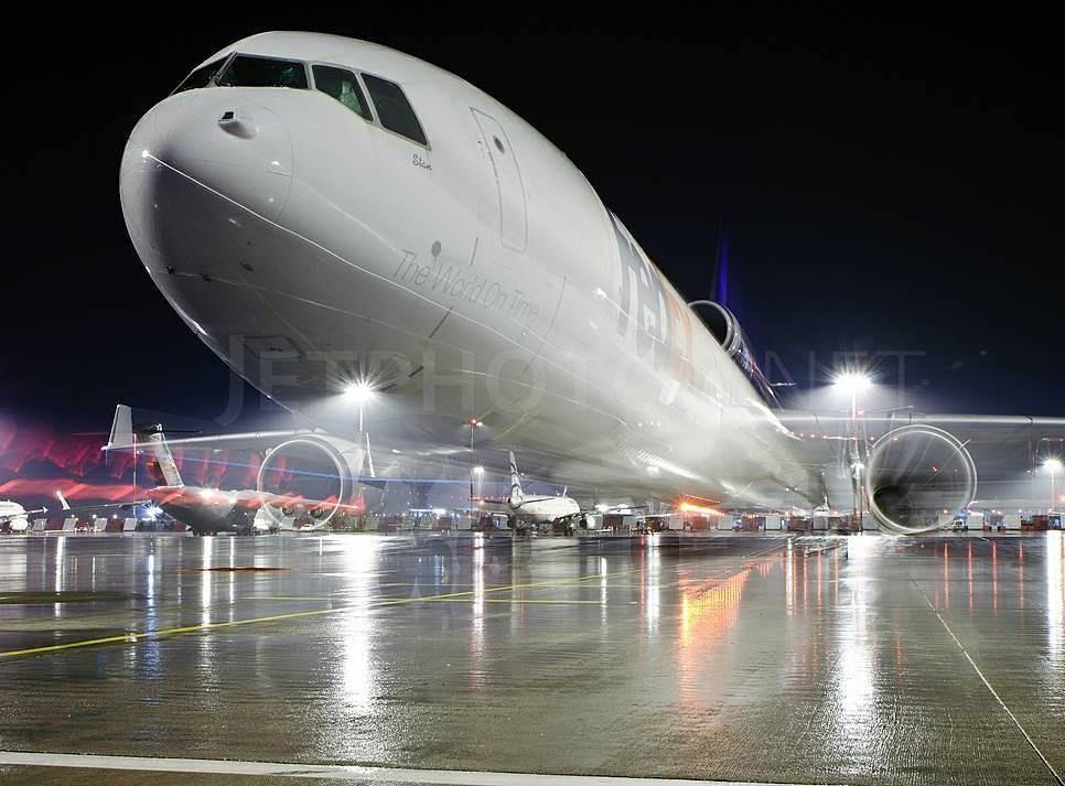 FEDEX MD-11 powered by three General Electric CF6-802C D1F - fedex jobs