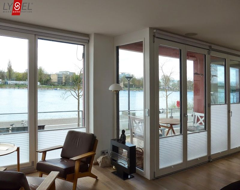 Plissee Wohnzimmer ~ Sichtschutz an den wohnzimmer fenstern dank plissees von lysel