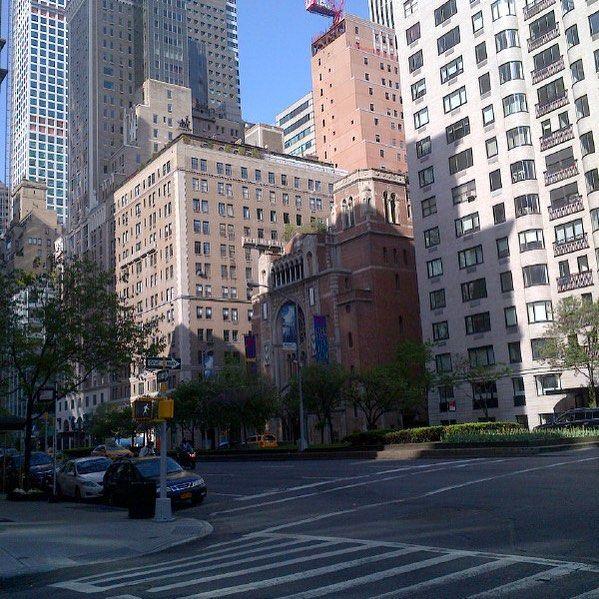 NYC #ny #nyc #city #urbanliving #landscapes #architecture #summer #sunshine #season #winter #peace #love #walking #walk #beautifullocation #bluesky #sunshine #sunnyday #natgeo #photographer #photo #igfinest #talent #motivation by joannaroseofmyheart