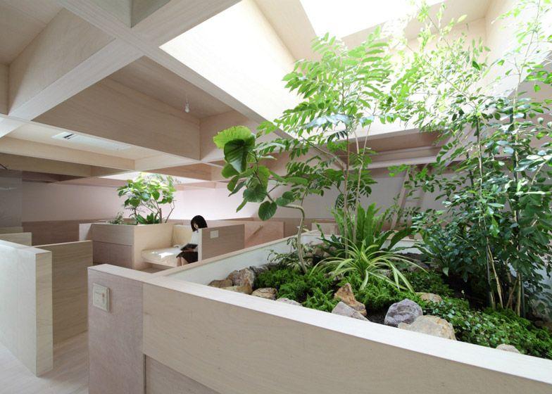 http://www.dezeen.com/2014/10/25/katsutoshi-sasaki-house-in-hanekita-grid-half-height-walls-japan/