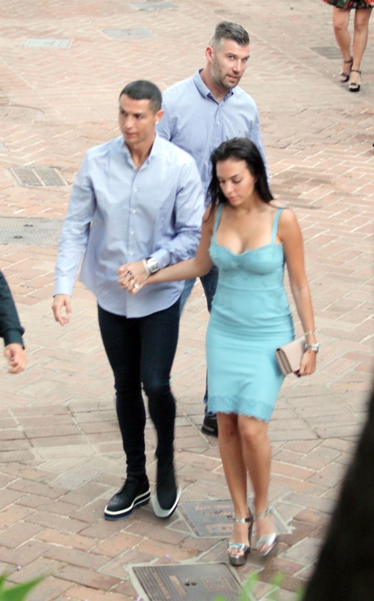 Candids Cristianoronaldo Georginarodriguez Cristiano Ronaldo Is Seen Holding Hands With His Girlfriend Georgina Rodrig Fotos De Futbol Grandes Amigos Futbol