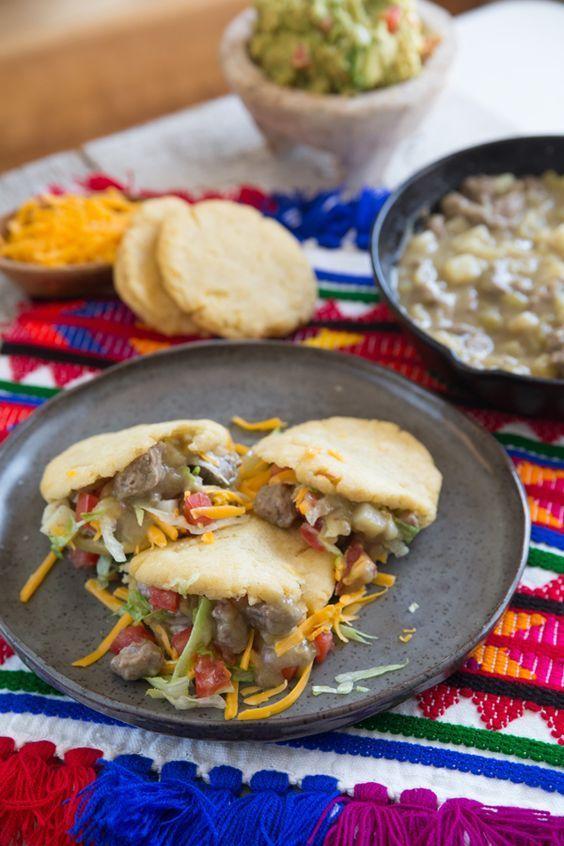 19f5edd0d5d2 Gorditas de Chile Verde con Carne y Papas
