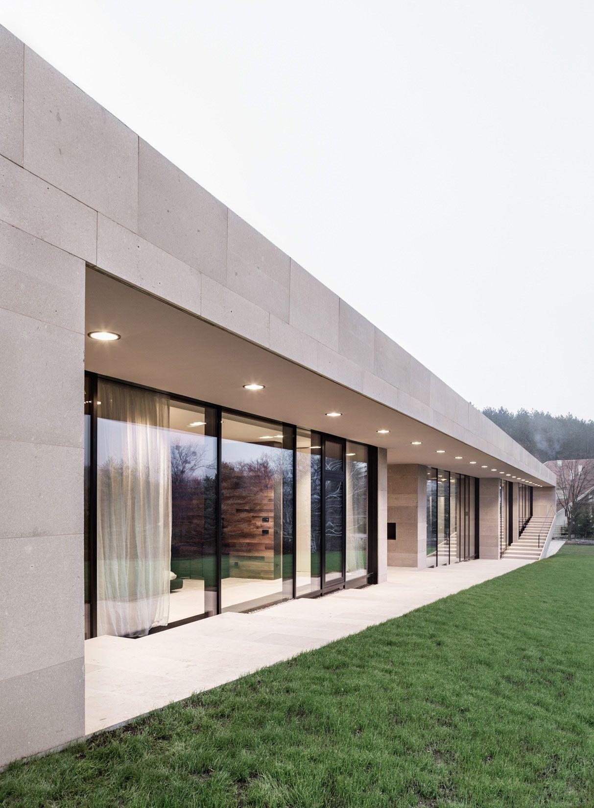 Galería De Casa Larga En Pendiente Ligera IO Architects - A step up in amazing architecture la