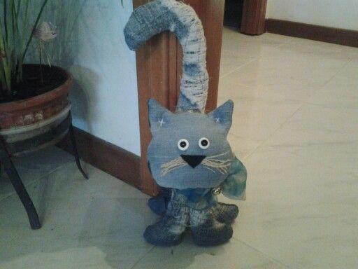 Gatto fermaporta di jeans
