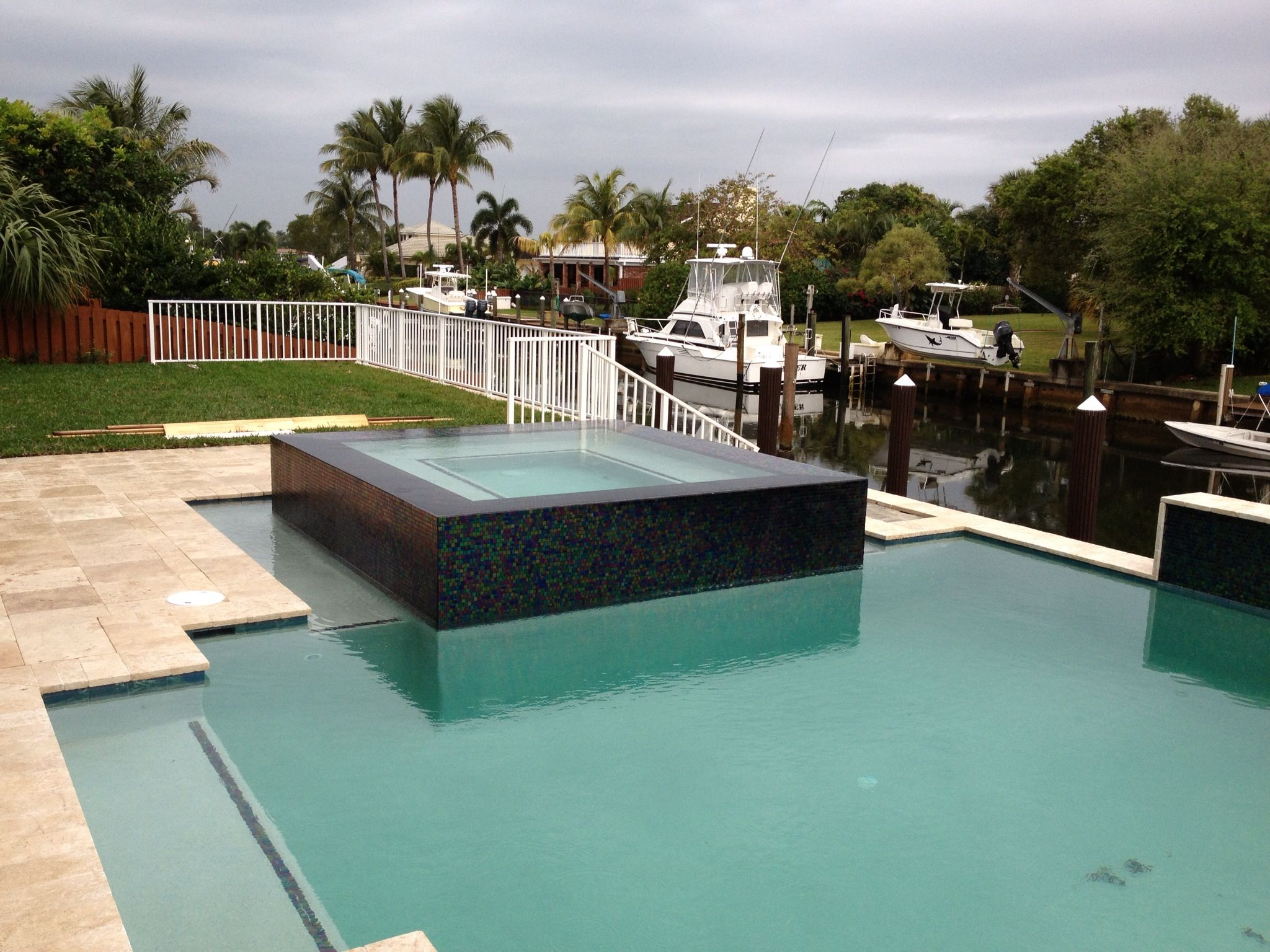Perimeter overflow spa spas pinterest spa swimming for Overflow pool design