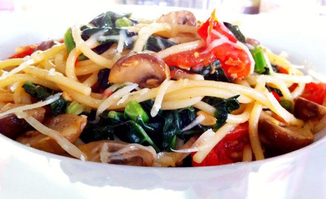Spicy Kale, Tomato & Mushroom Pasta