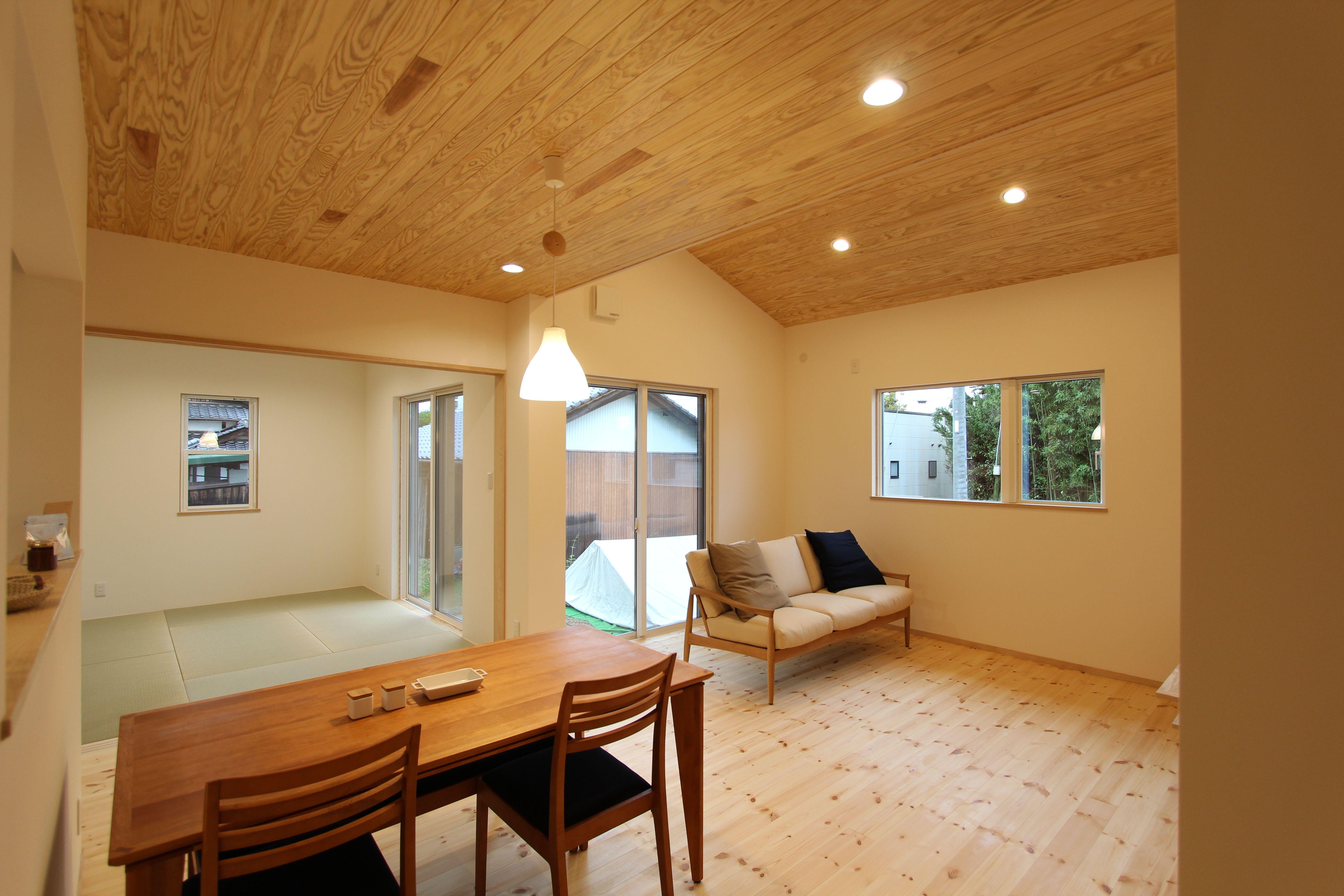 ダイニング施工事例 杉板張り天井が爽やかなリビング 山口 注文住宅