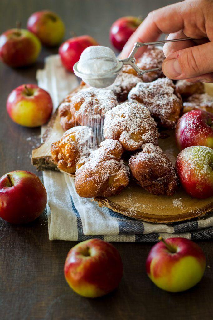 Omenamunkit - Sweet Food O´Mine-blogista. Pikamunkkeja, joiden täytteenä on kirpsakoita omenapaloja. Kohotustakaan ei tämä taikina tarvitse, sillä kohotuksesta vastaa leivinjauhe.