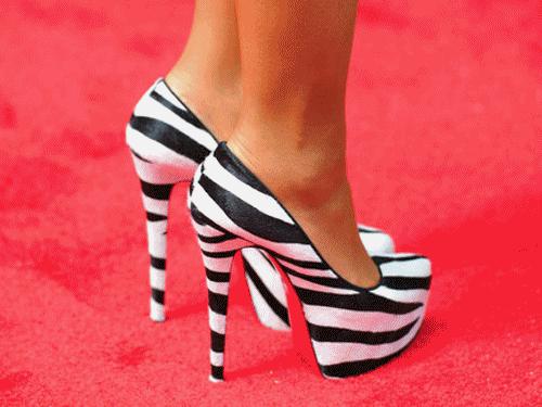 super bellos estos zapatos aparte super locos de rayas...dema bellos..quiero unosssssssss asi como estos
