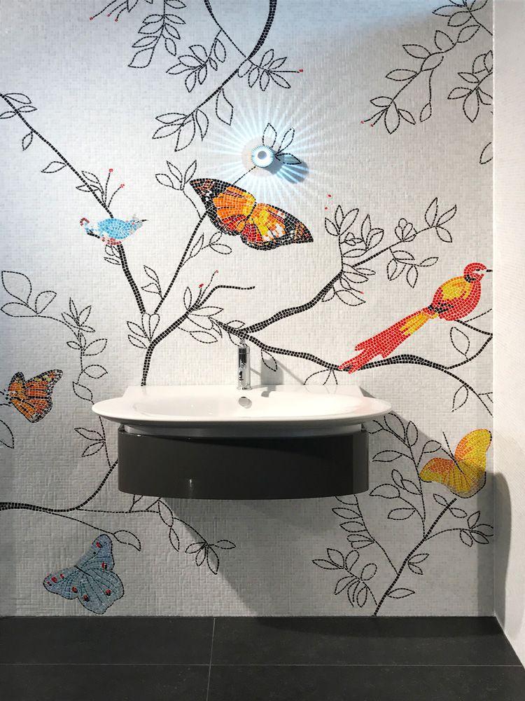 Flower decor realized in 1 x 1 cm artistic technique. Do you like this idea for your bathroom?  Disegno floreale in tecnica artistica in mosaico 1 x 1 cm. Vi piace come idea per il vostro bagno?