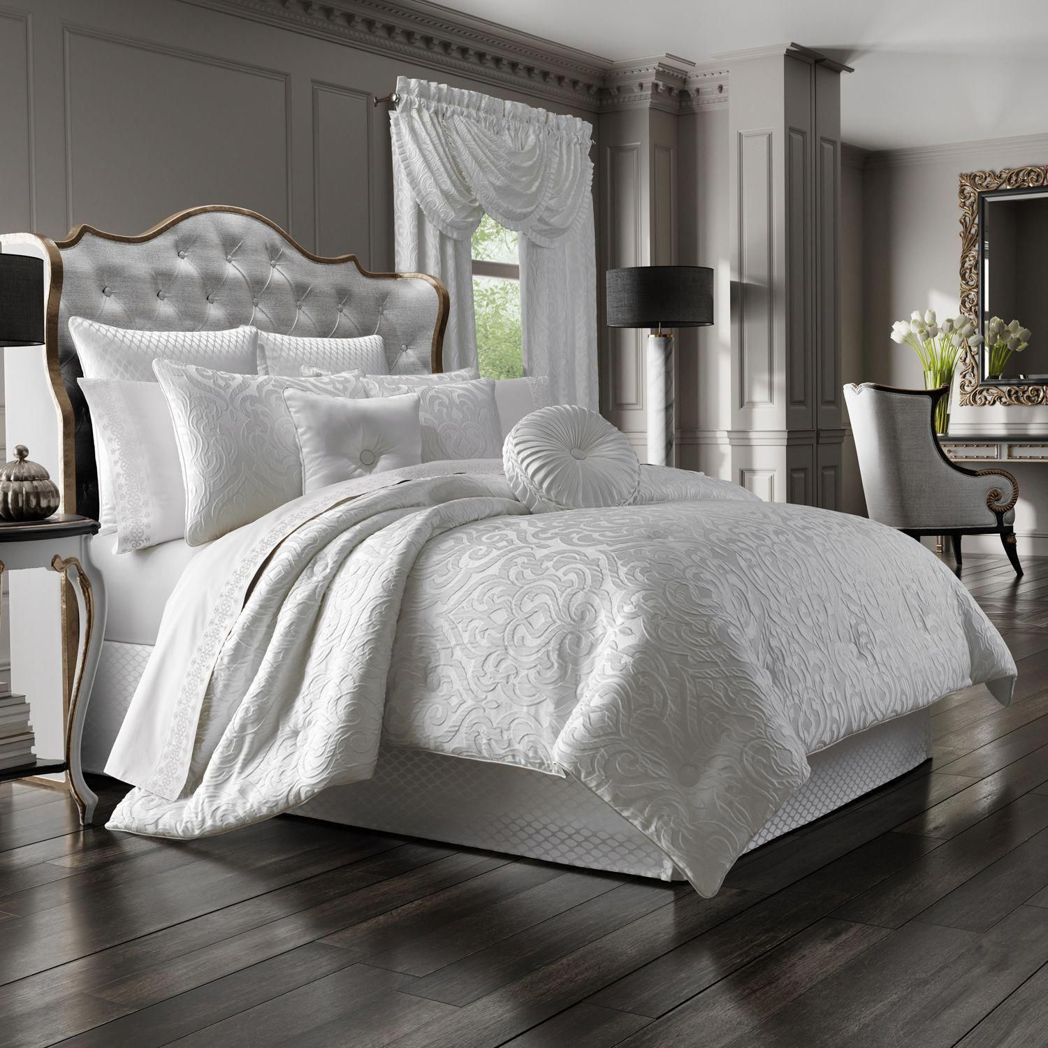 Auburn White 4Piece Queen Comforter Set in 2020 Luxury