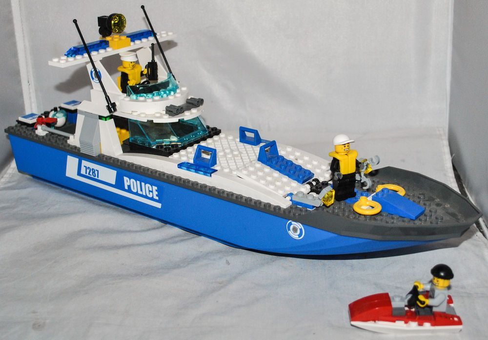 Lego City Police Boat 3 Mini Figures 7287 100 Complete No Instructions Lego City Lego City Police Lego