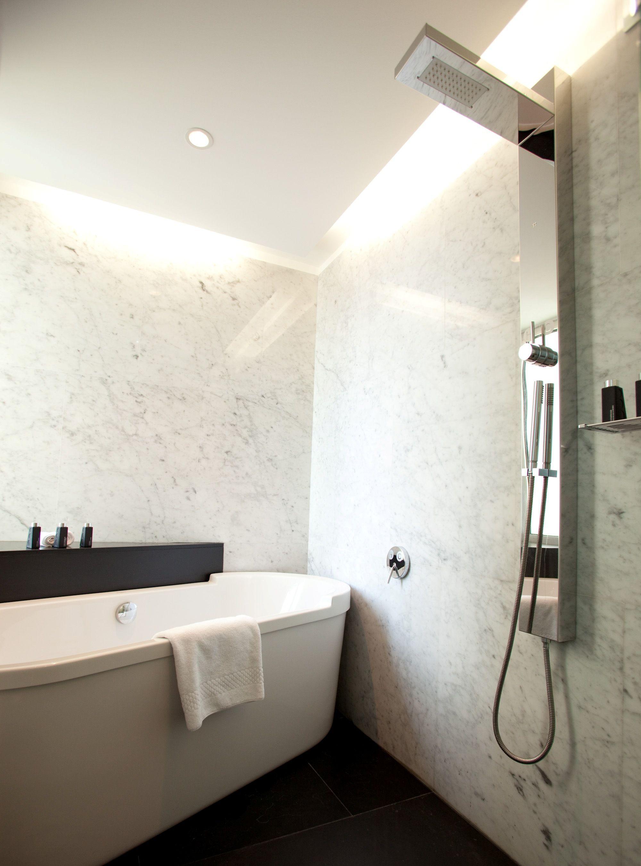 Romeo Bay View Suite bathroom Philippe Starck designer bathtub ...