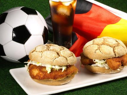 fu ball snacks tolle rezepte f r die wm party wm em pinterest football snacks snacks. Black Bedroom Furniture Sets. Home Design Ideas