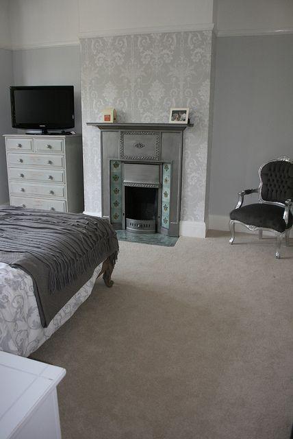 die besten 25 graue tapete im schlafzimmer ideen auf pinterest graue kronleuchter jungen. Black Bedroom Furniture Sets. Home Design Ideas