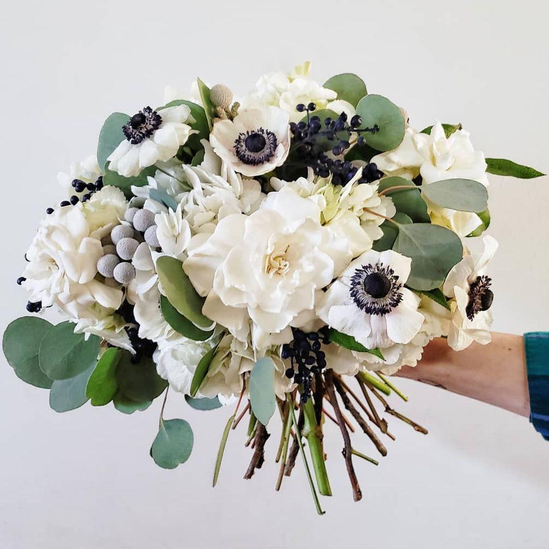 Камелии цены, букет на свадьбу день ночь