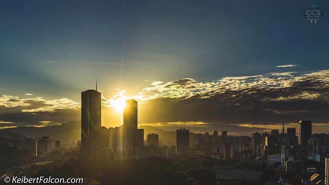 Te presentamos la selección: <<FOTO DEL DÍA>> en Caracas Entre Calles. ============================  F E L I C I D A D E S  >> @keibertfalcon << Visita su galería ============================ SELECCIÓN @mahenriquezm TAG #CCS_EntreCalles ================ Team: @ginamoca @luisrhostos @mahenriquezm @teresitacc @floriannabd ================ #Caracas #Venezuela #Increibleccs #Instavenezuela #Gf_Venezuela #GaleriaVzla #Hallazgosemanal #Ig_GranCaracas #Ig_Venezuela #IgersMiranda…