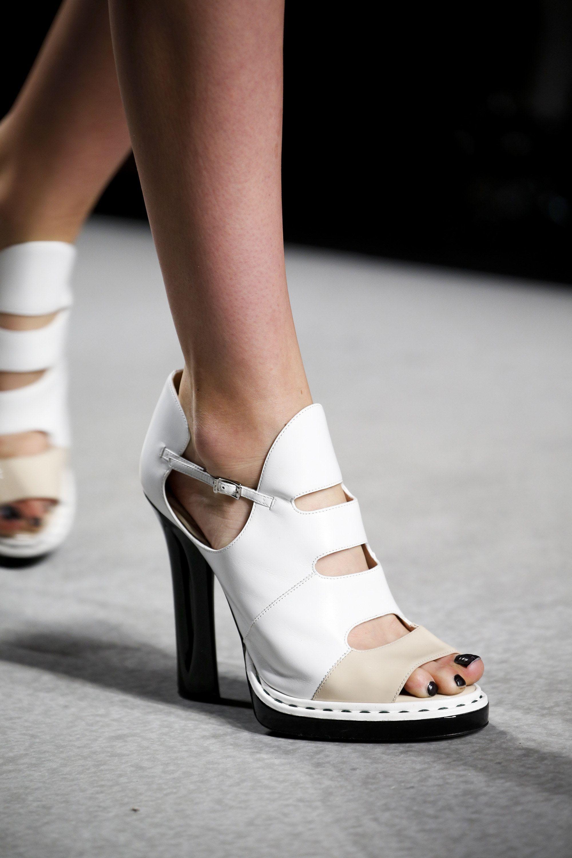 432e66082f798 Fendi Spring 2016 Ready-to-Wear Fashion Show Details   Spring ...