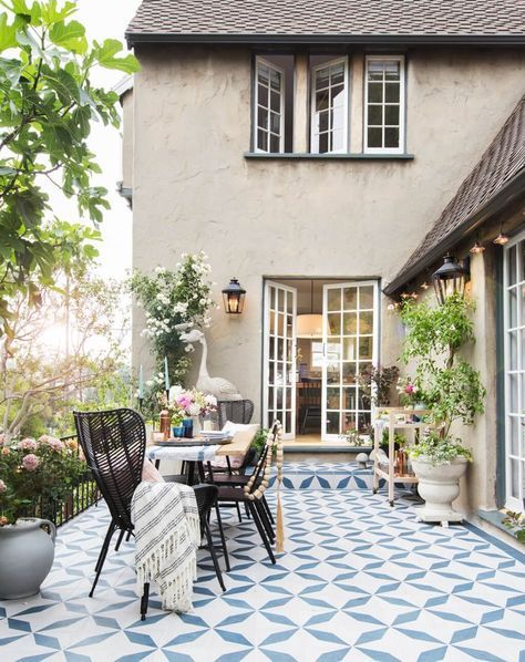 mediterrane terrasse mit weiss blauen fliesen | anniya | pinterest, Gartenarbeit ideen