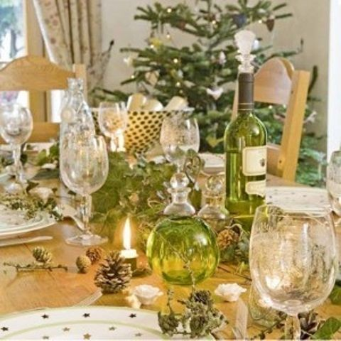 Traditional Collection Vintage Christmas idea : Shiny Unusual Christmas  Table Setting Grape Vines Pine Cones And - Traditional Collection Vintage Christmas Idea : Shiny Unusual